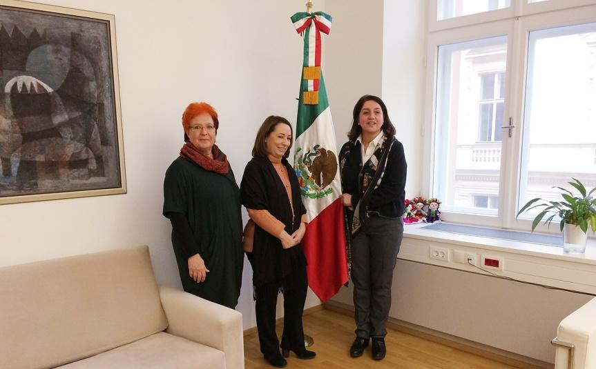Cristina Colombo, Presidente de Adelante, asas, Embajadora de las Republicas de Mexico, Paloma Alvarez, Tesorera de Adelante